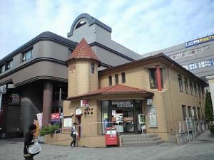 中川駅前にある郵便局