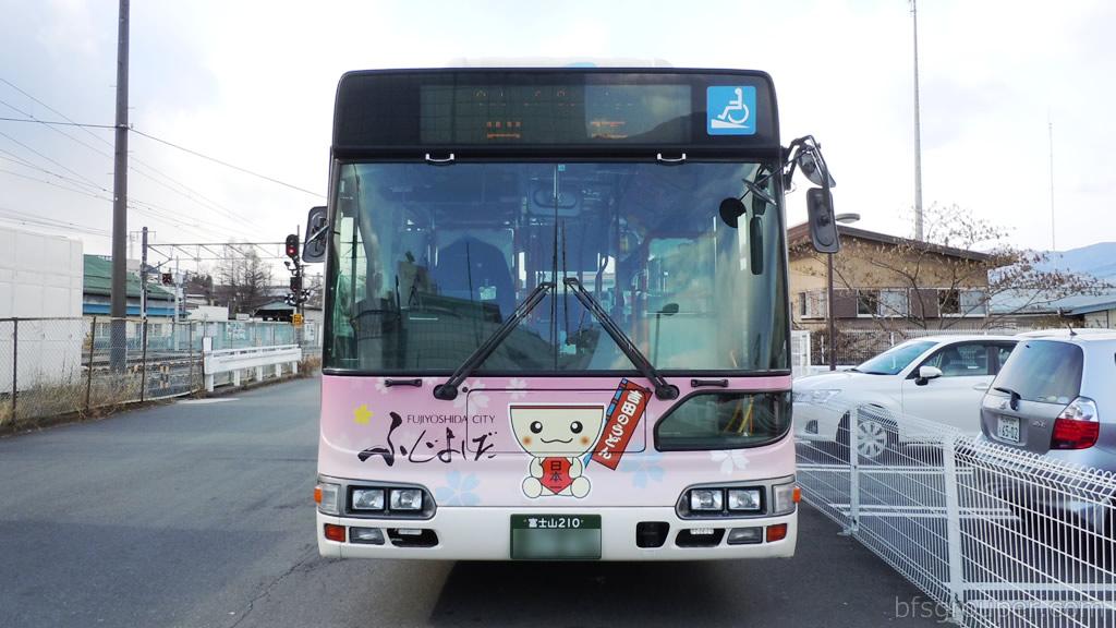 富士急行バス正面