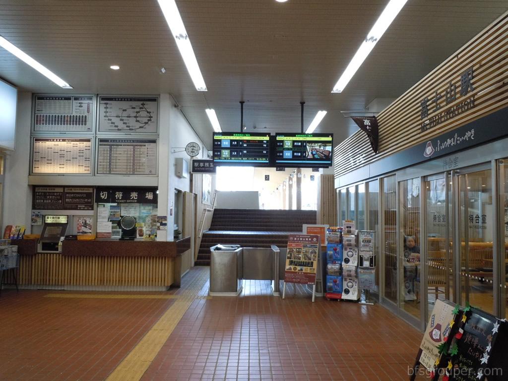 富士山駅改札1